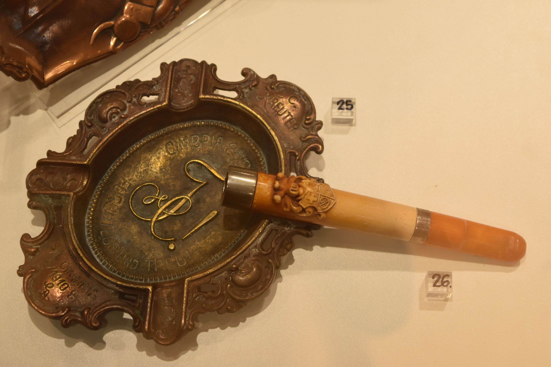 Ausstellung - Aschenbecher